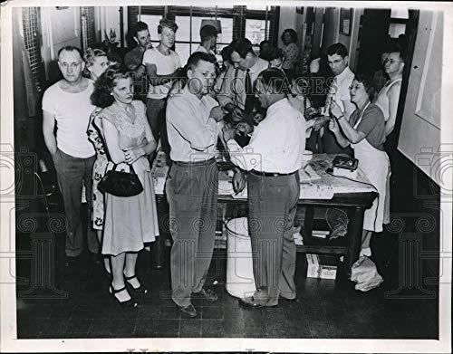 Historic Images - 1947 Vintage Press Photo Ottumwa Iowa Flood Typhoid Polluted water supply June 18 1947