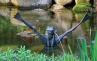 Aquascape-Crazy-Legs-Frog-Spitter-W-Upgraded-Pump-78010-fountain-koi-Pond-garden-water-Feature2.jpg